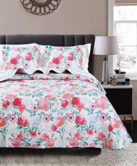 cuvertura flori rosii pat dormitor